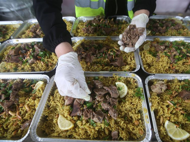Palestinian women prepare food for poor locals during lockdown