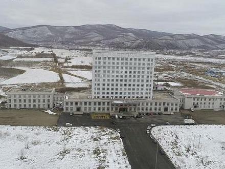 Makeshift hospital built in border city