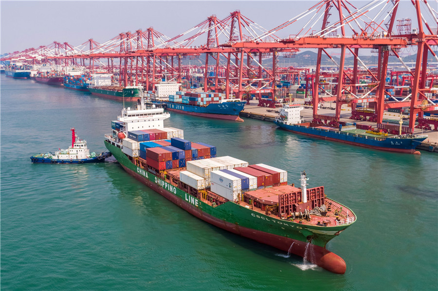 China's weekly export container shipping index dips