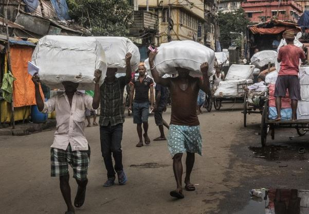 COVID-19: India starts screening residents in its largest slum