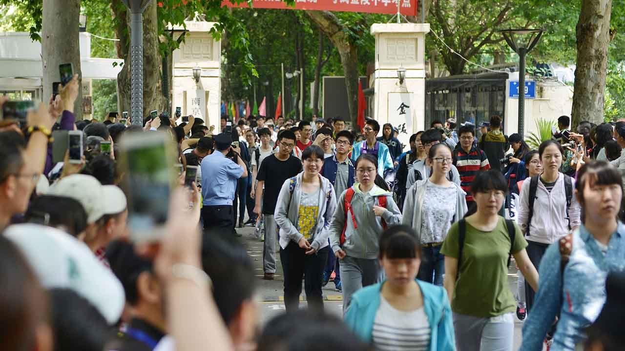 Beijing announces reopening of schools for graduating class