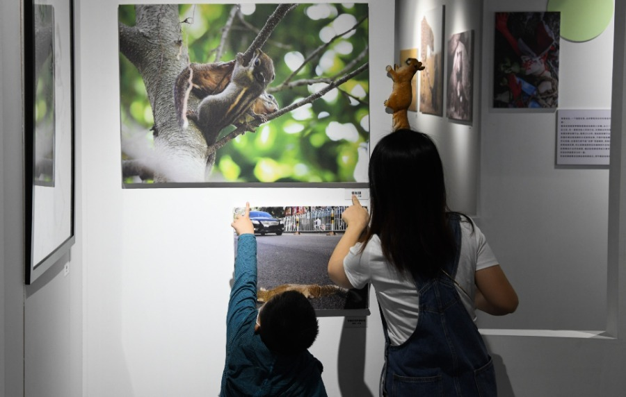 Photo exhibition held in Haikou for wildlife protection