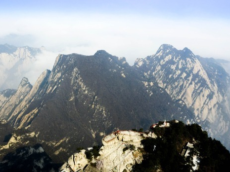 Shaanxi's tourist attraction Mount Huashan reopens to public