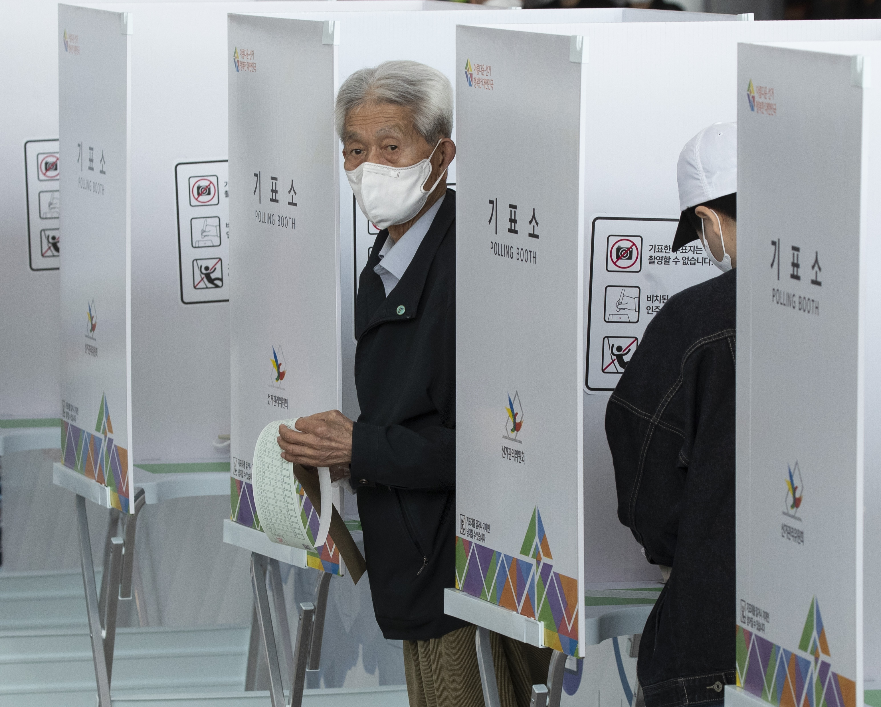 Coronavirus is top issue in South Korean election