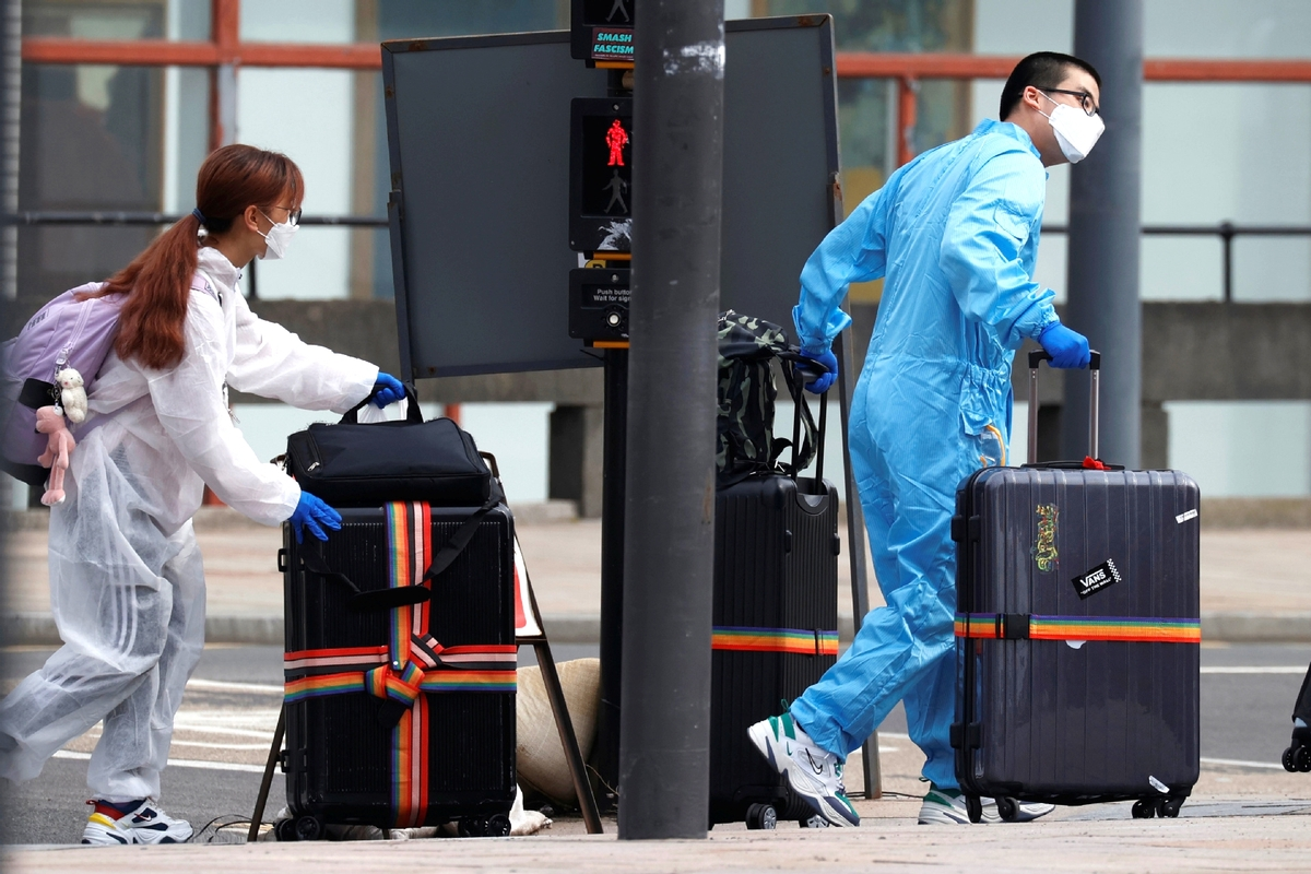 Pandemic poses challenge to students abroad