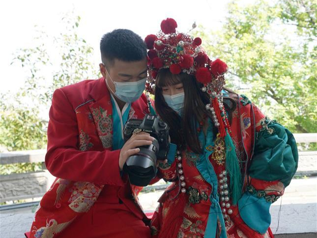 People in Wuhan restart wedding preparations as coronavirus outbreak wanes