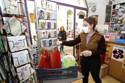 US retail sales plunge 8.7% in March as coronavirus hits