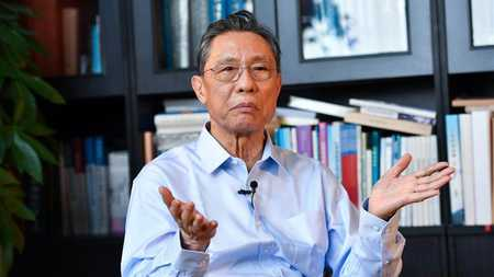 Renowned Chinese expert Zhong Nanshan shares ideas on COVID-19 control with foreigners