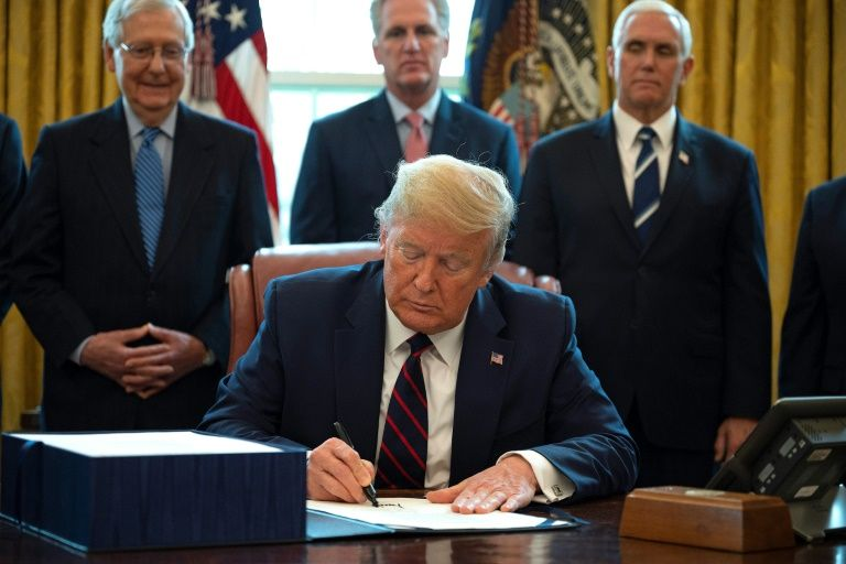 Top Democrat blasts Trump for putting name on stimulus checks