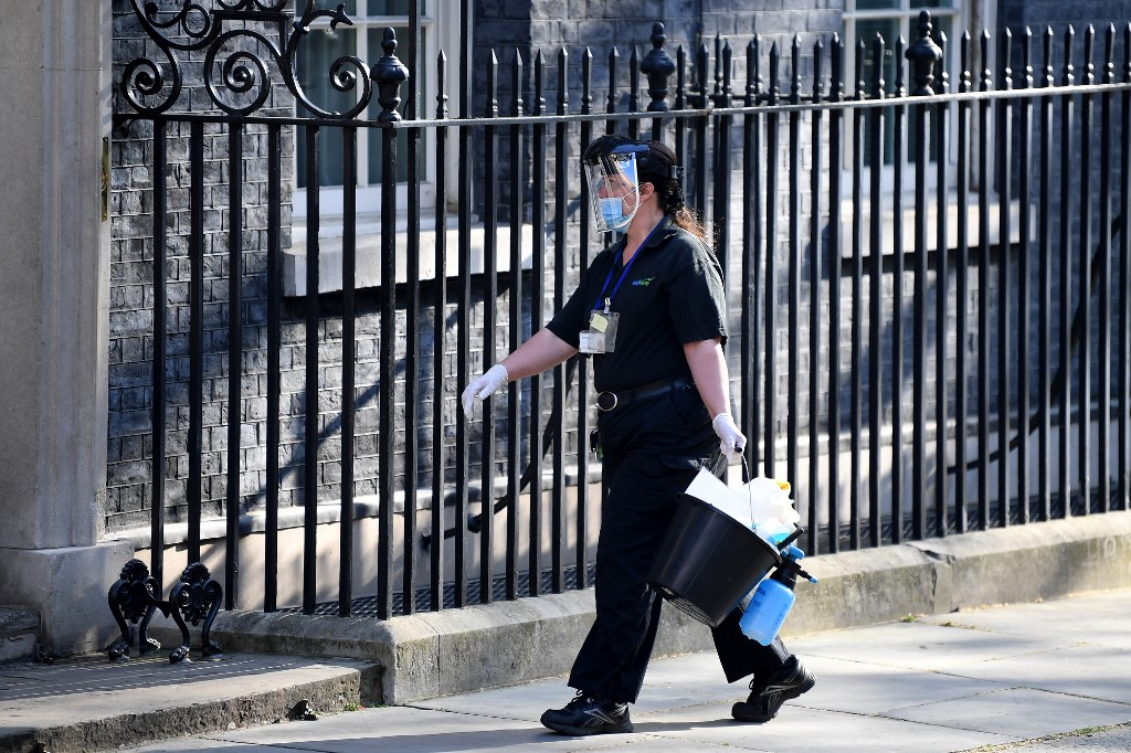COVID-19 death toll reaches 13,729 in UK