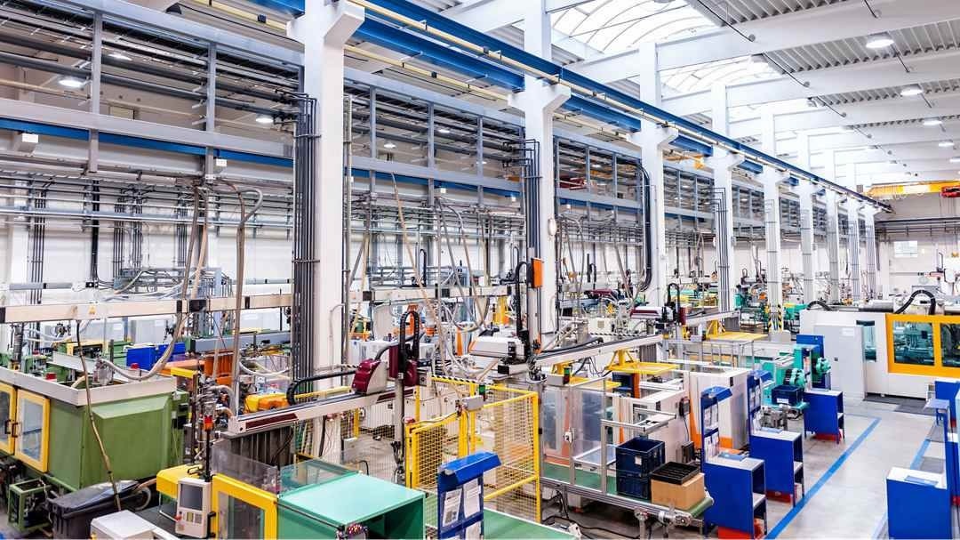 China's industrial output falls 8.4 pct in Q1