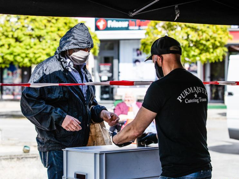 Catering company provides free food to people in Berlin amid COVID-19 outbreak