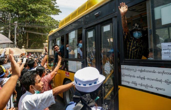 Myanmar releases 25,000 prisoners amid virus fears