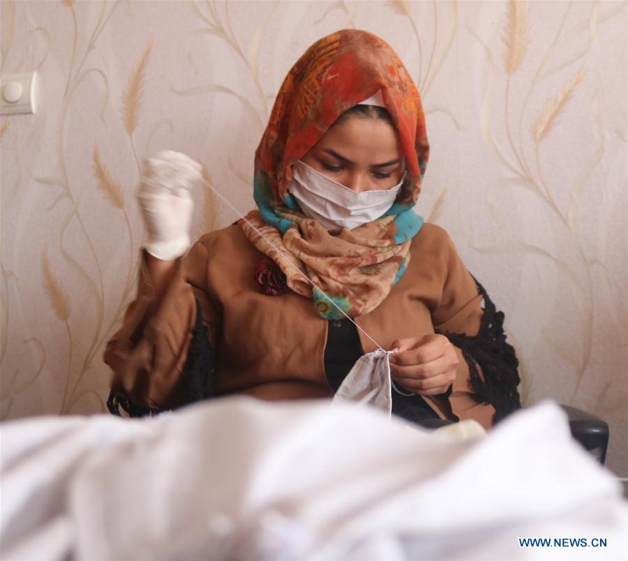 Afghan girls making facemasks to encourage anti-COVID-19 war
