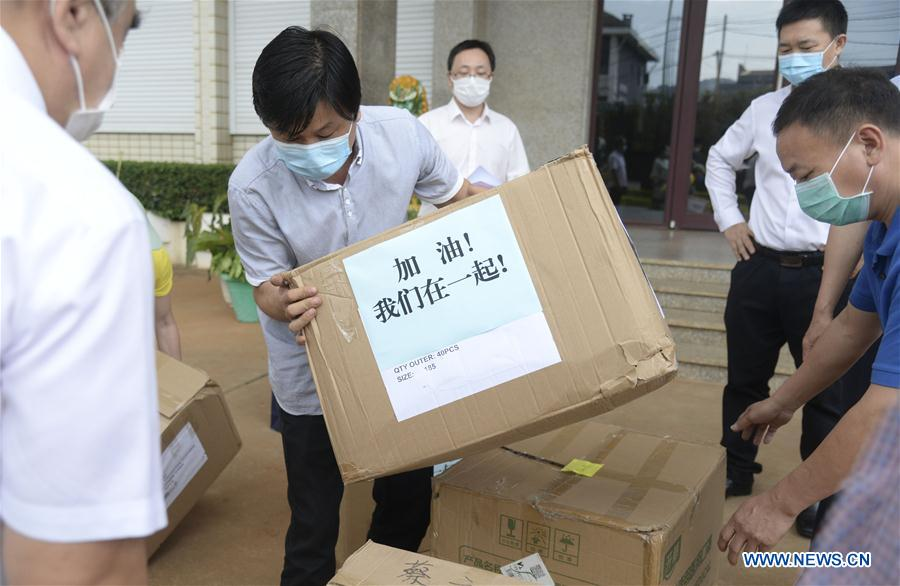 Chinese Embassy in Cameroon distributes medical supplies to overseas Chinese