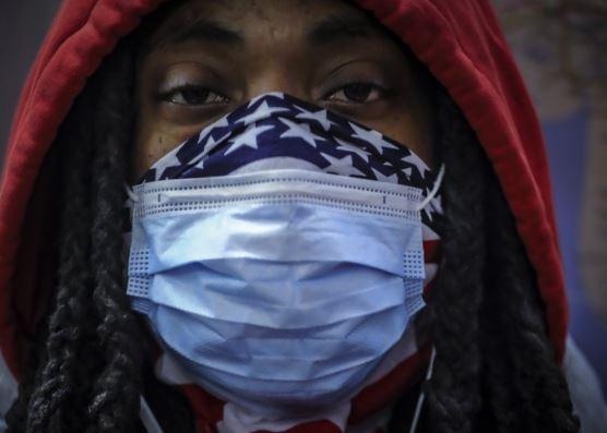 US Senators urge anti-bias police training over mask fears
