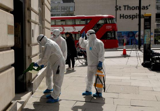 UK coronavirus hospital deaths surpass 15,000 after another 888 patients die