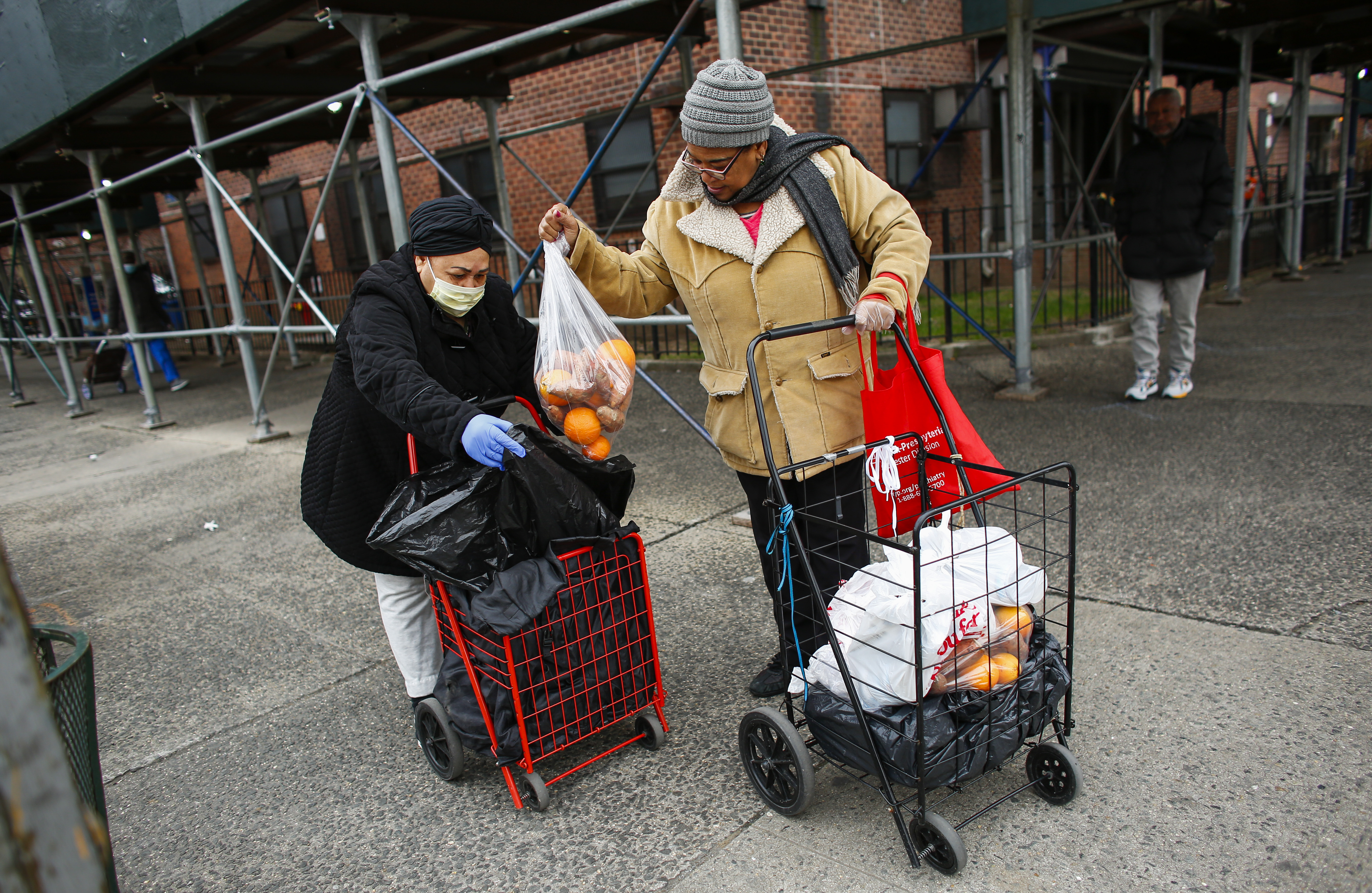 Hungry, jobless Americans turning to food banks to survive pandemic