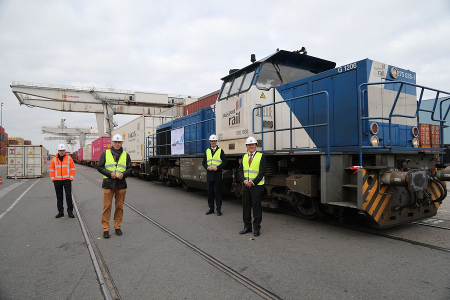 Freight trains connect China, Europe for stronger cooperation against COVID-19