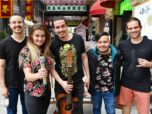 Brazilian band fights against epidemic in Xi'an, Shaanxi