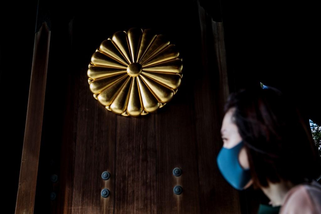 Japan's Abe sends ritual offering to notorious Yasukuni Shrine