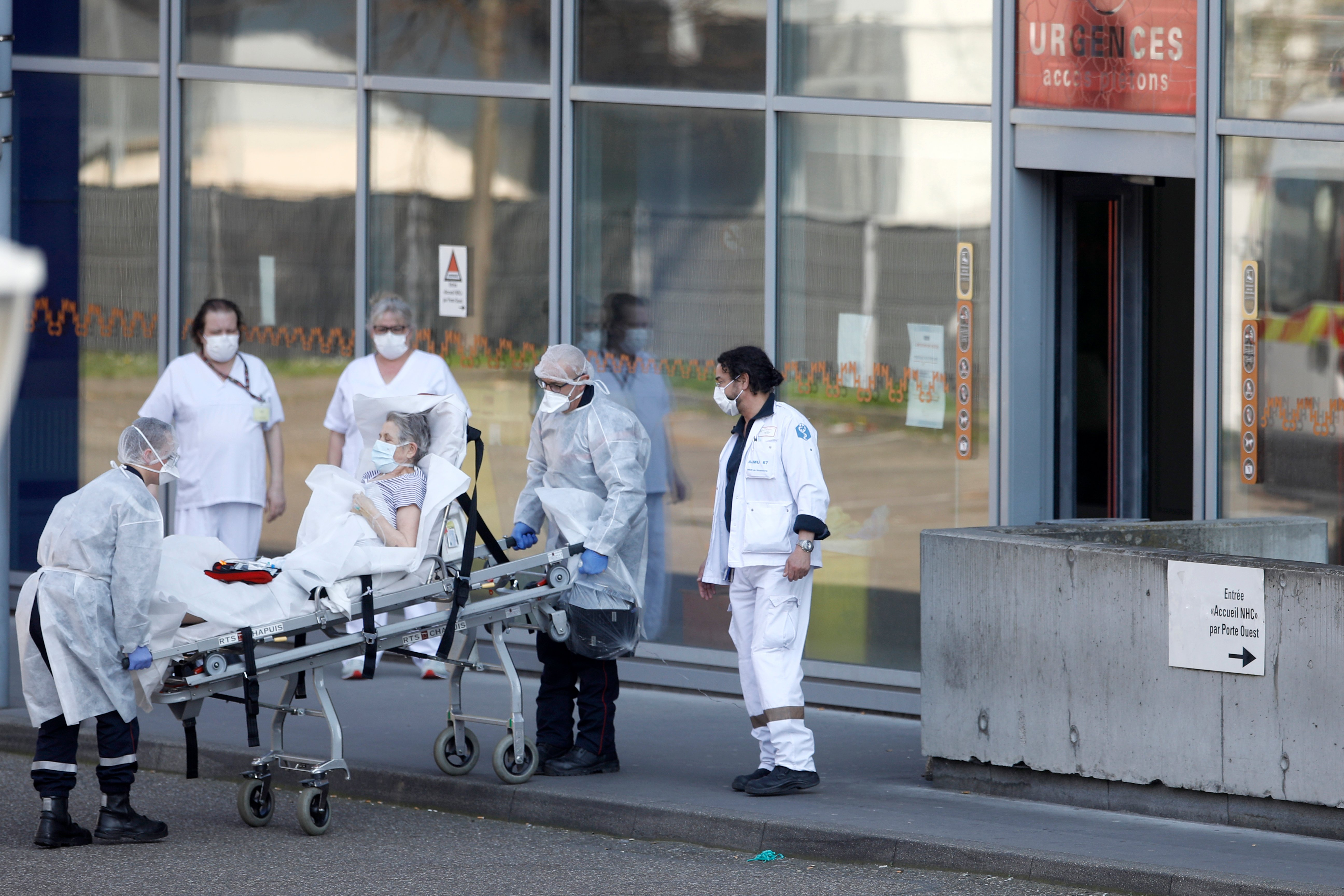 France's health director announces COVID-19 fatalities above 20,000