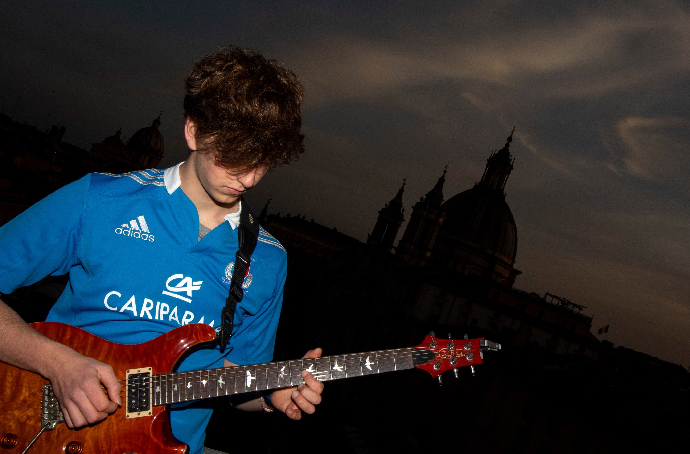 Young guitarist enchants locked down Rome