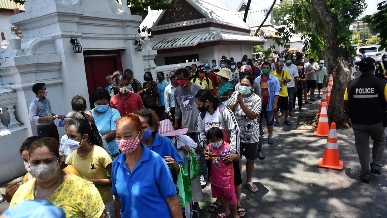Queues for food as pandemic causes pain for jobless Thais