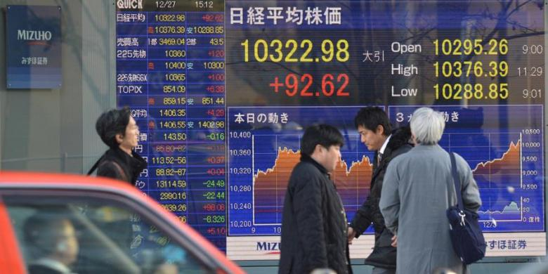 Tokyo stocks drop in morning after oil futures tumble again