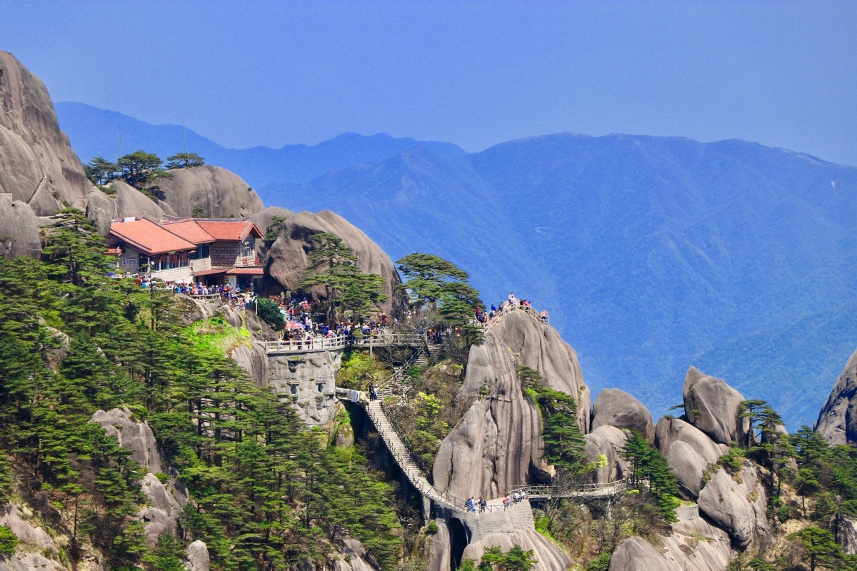Huangshan Mountain rejects risky visitors