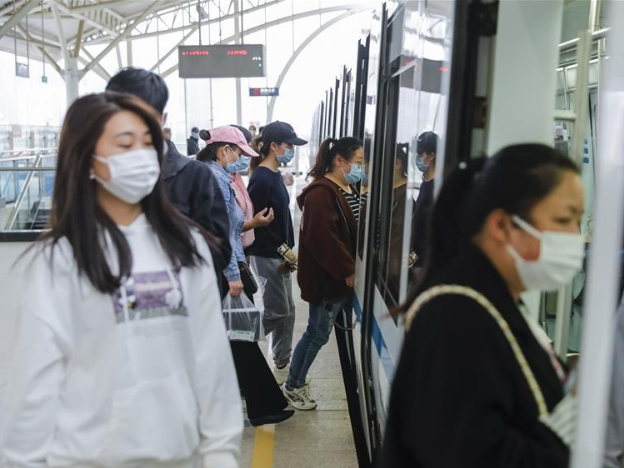 Wuhan resumes operation of all public transport