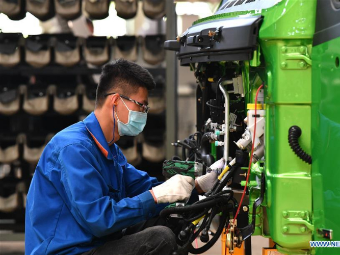 Company in Shaanxi resumes production of heavy-duty trucks with anti-epidemic measures