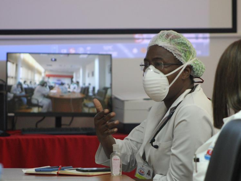 Medical workers in Mozambique attend training session on COVID-19 from Chinese experts via teleconference