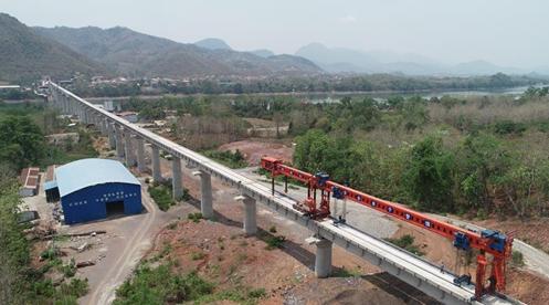 China-Laos railway completes beam setting of 1st cross-Mekong River bridge