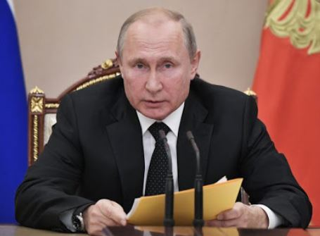 Putin signs law to ease Russian citizenship acquisition