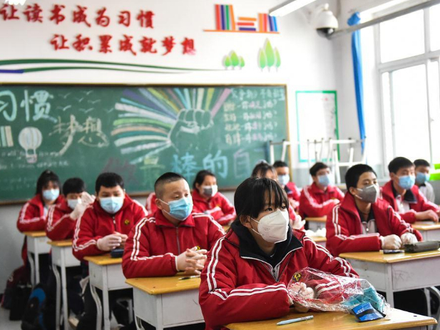 Students in their final year of junior high school return to school in Taiyuan
