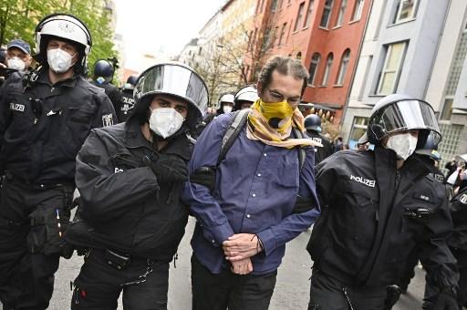 Dozens of anti-lockdown protesters arrested in Berlin