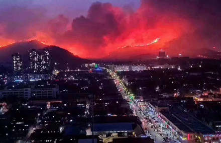 1,600 firefighters putting out mountain blaze in East China's Qingdao