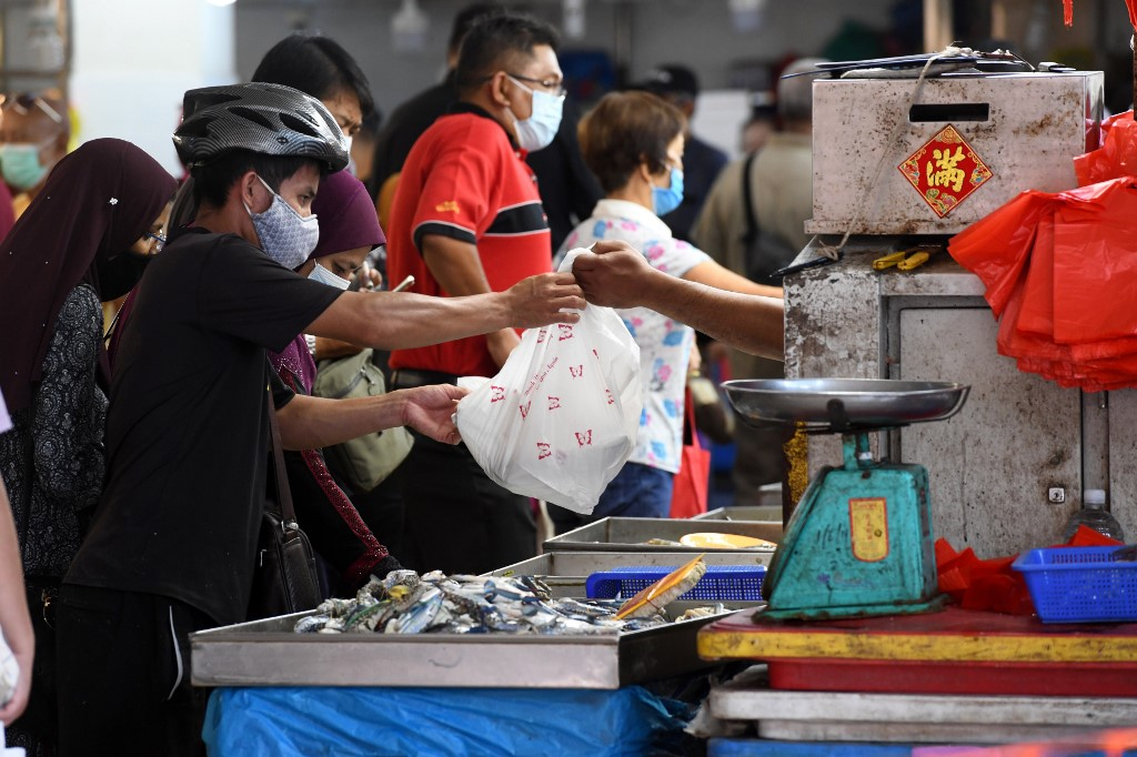 Singapore reports 931 coronavirus cases, raising total to 13,624