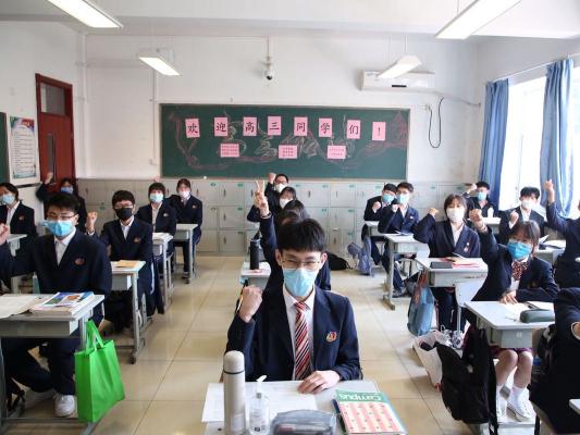 Senior high school students in Beijing resume classes
