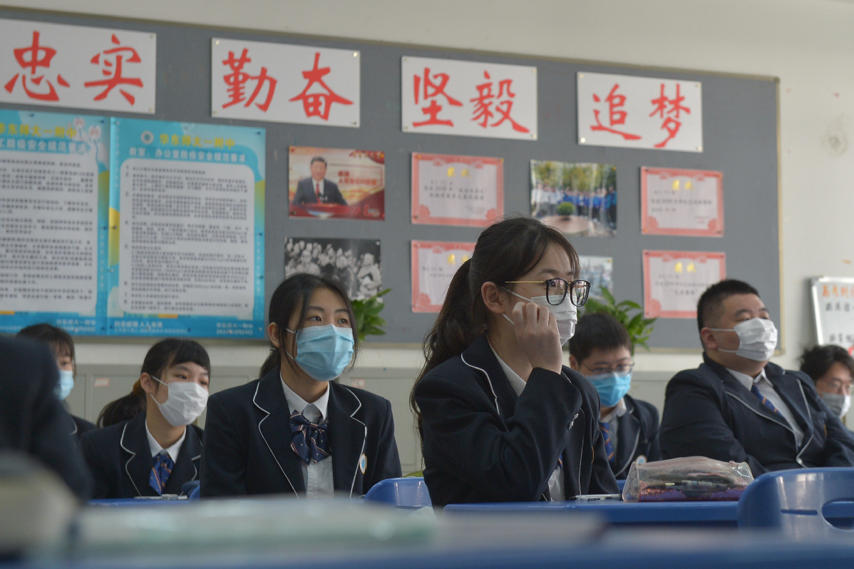 Students resume classes in Shanghai