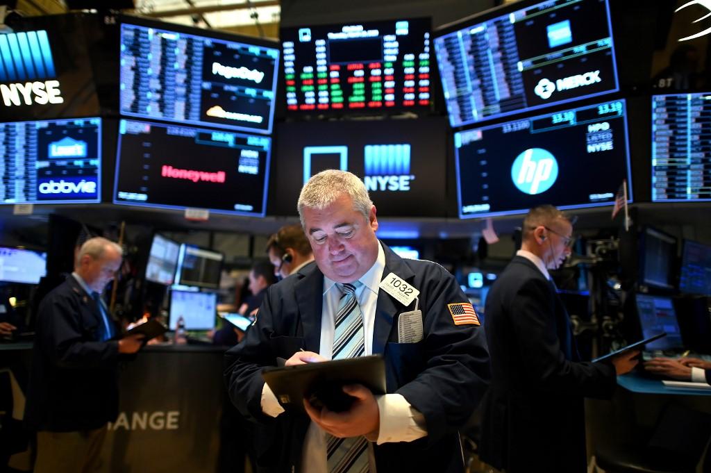 US stocks start higher as states eye reopening, Dow +0.5%