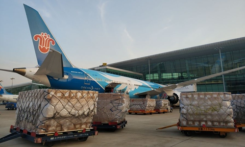 Chinese airlines keep flying to US with medical supplies