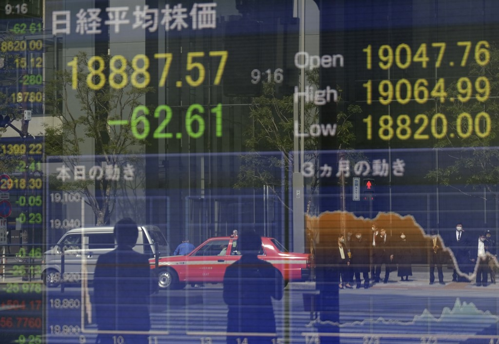 Tokyo stocks close mixed on emergency extension concerns, BOJ's support
