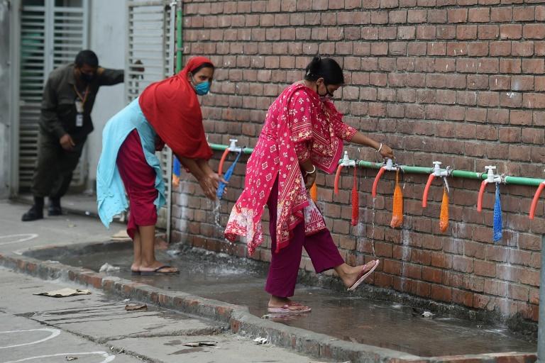 Bangladesh garment factories reopen, defying virus lockdown
