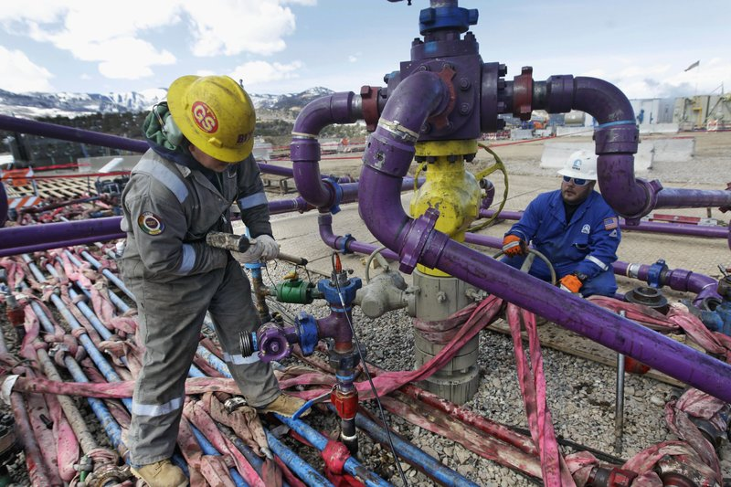 Oil prices slump amid mounting storage fears