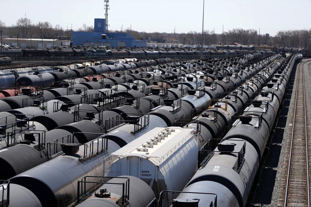 OPEC daily basket price drops to 13.30 USD per barrel