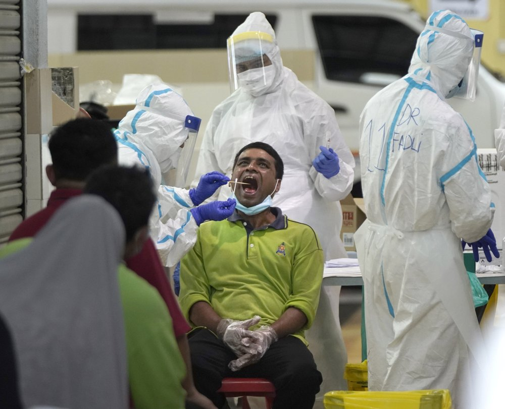 Global COVID-19 death toll reported to WHO exceeds 200,000