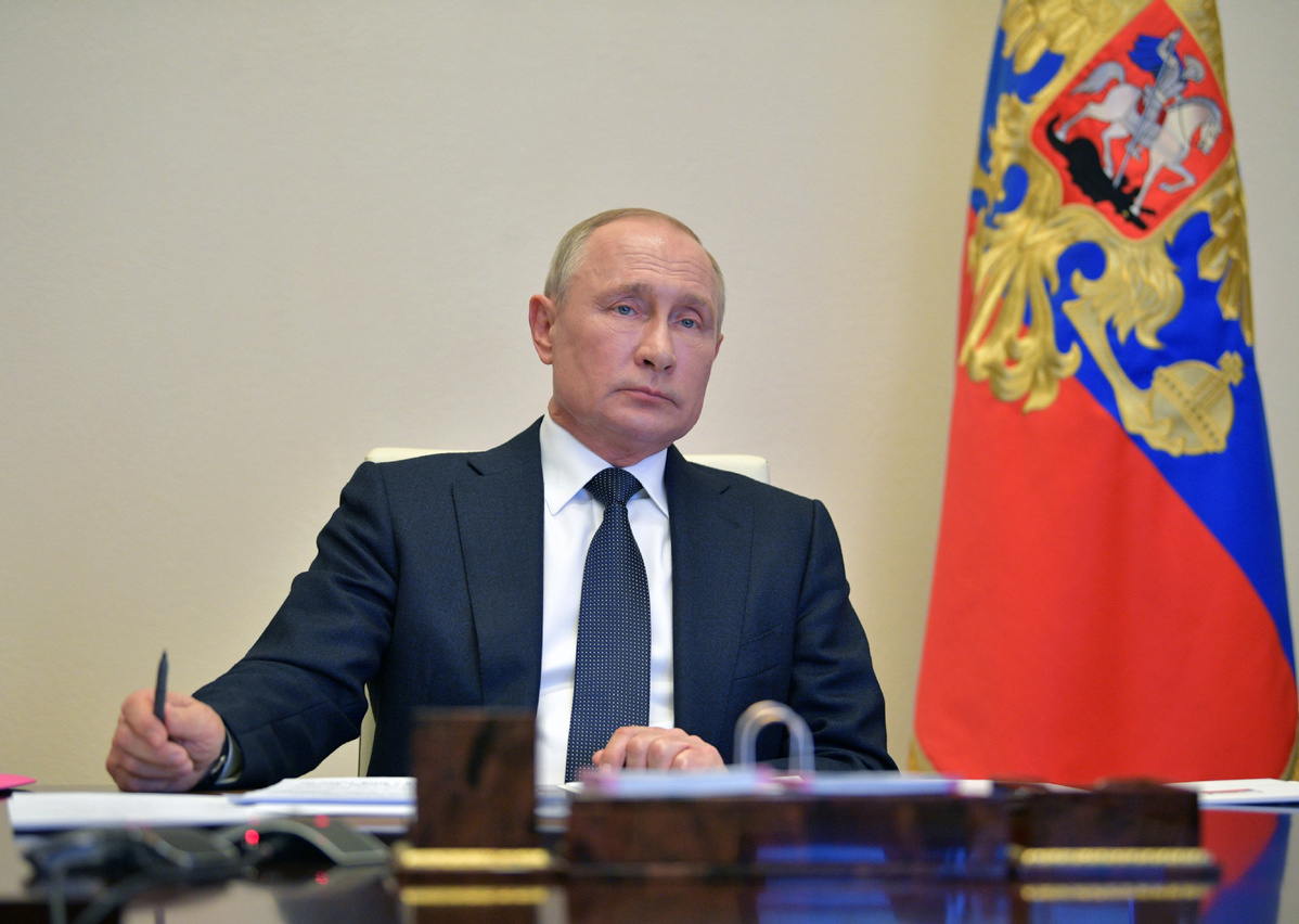 Putin extends national paid leave to May 11
