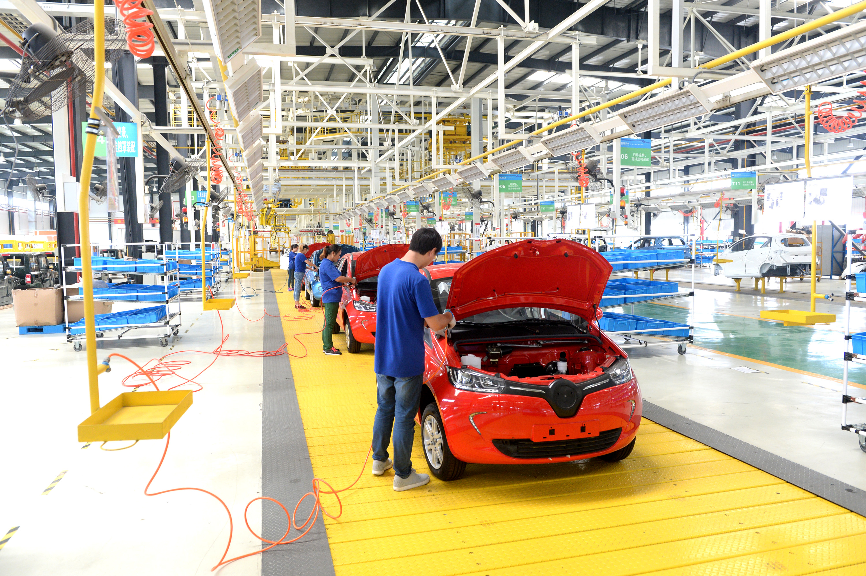China to boost construction of new infrastructure, advance industrial and consumption upgrade